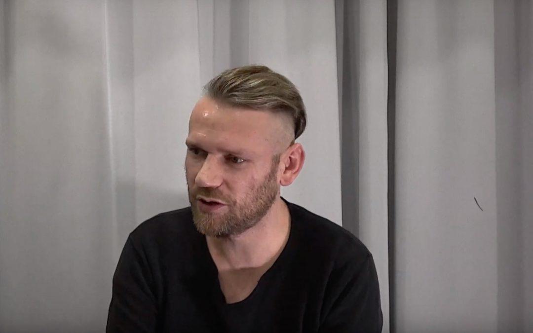 Adam Staszewski (Ørganek) prezentuje swój sprzęt basowy